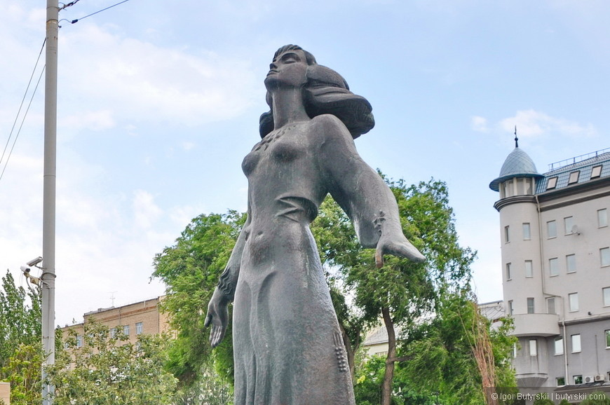 15. Скульптура «Ростовчанка», скульптур на набережной много, все я не обошел, но некоторые посмотреть успел.