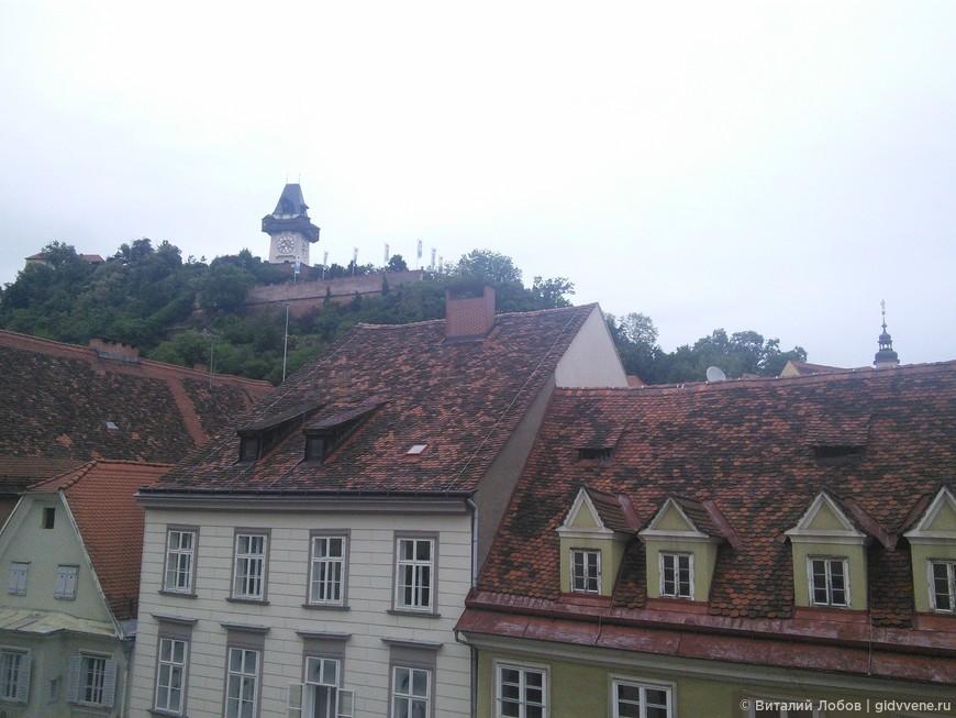 Башня с часами - символ города.
