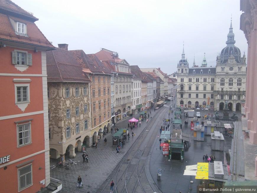 Херенгассе - главная улица города. Здесь запрещено ездить на личном транспорте. Улицу делят пешеходы и трамваи.