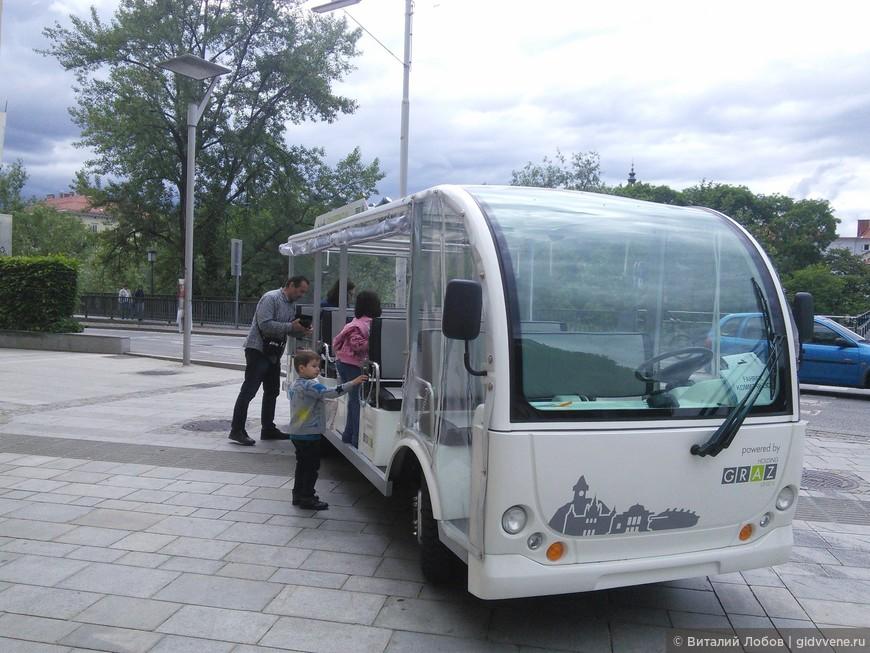 Туристические электро автобусы предлагают обзорные экскурсии по городу на немецком языке. Продолжительность 40 мин. Экскурсия записана на магнитофон.