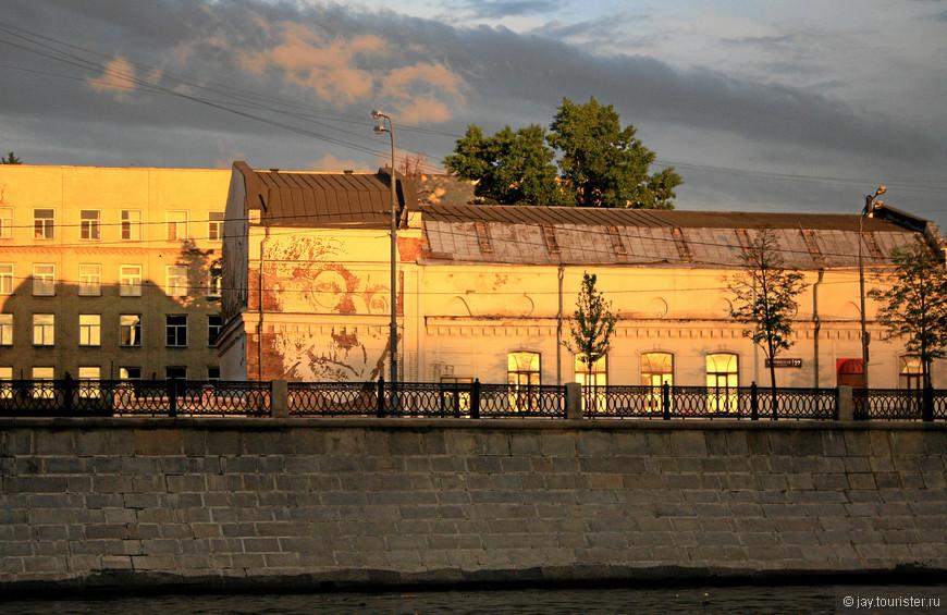 Портрет Германа Гессе. Портрет не нарисован, а высечен на стене.