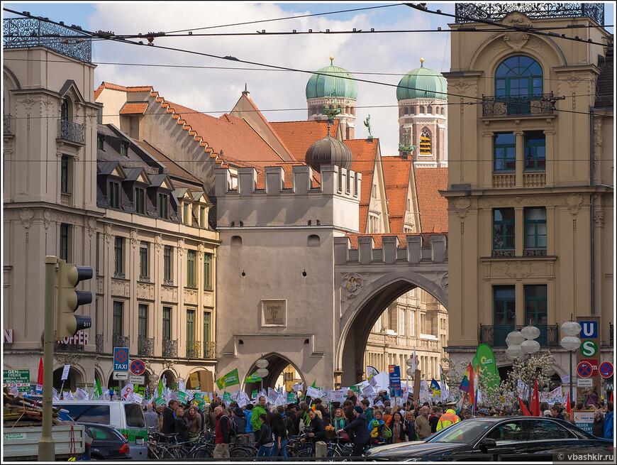 Митинг у Карловых ворот.