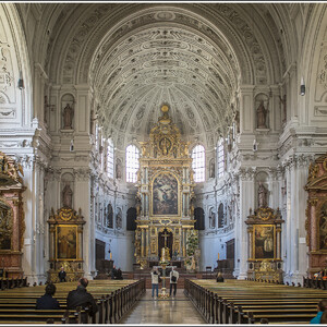 Интерьер церкви Святого Михаила. Тоже красиво!