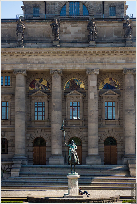 Фасад Баварской государственной канцелярии.