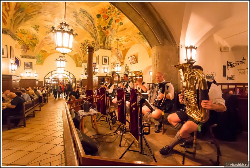Музыканты в Хофбройхаус.