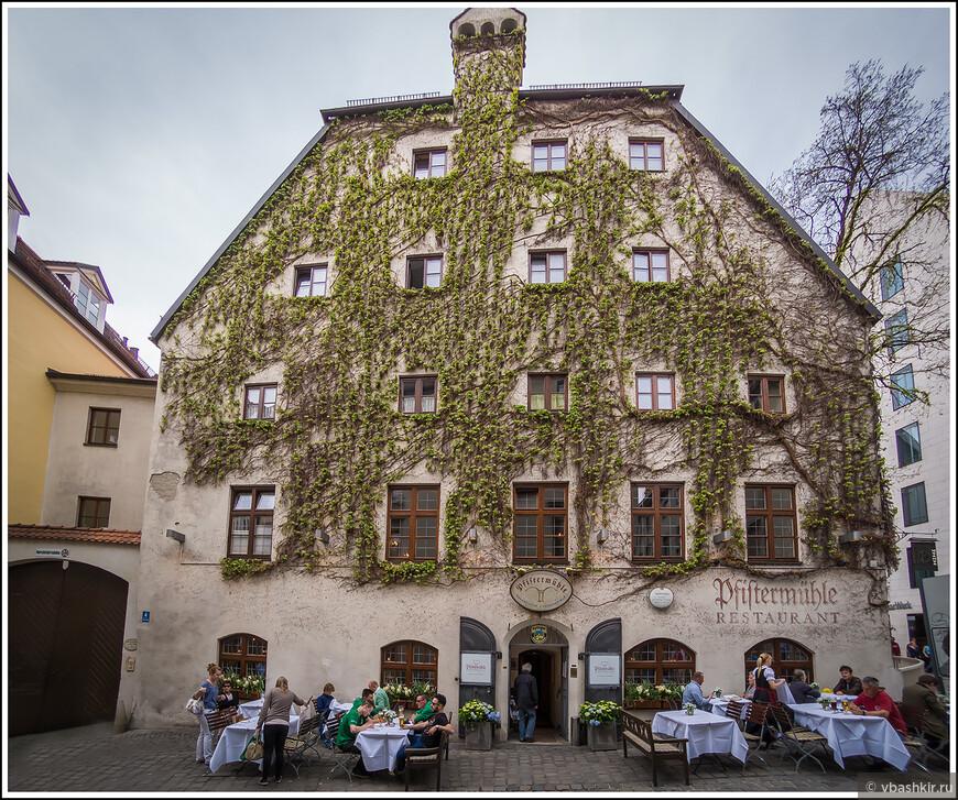 Известный мишленовский ресторан Pfistermühle. Не заходили.))