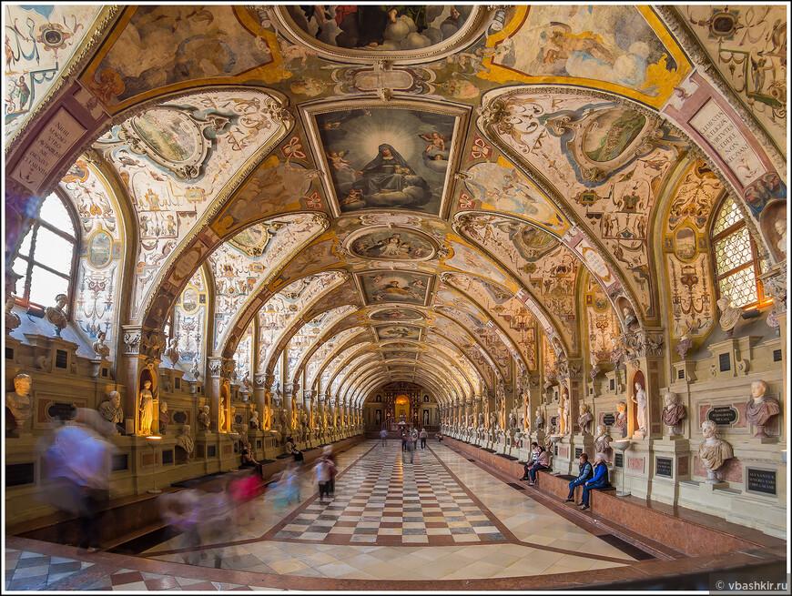 Антиквариум в Мюнхенской резиденции. Наверное, один из самых красивых интерьеров, которые доводилось видеть!