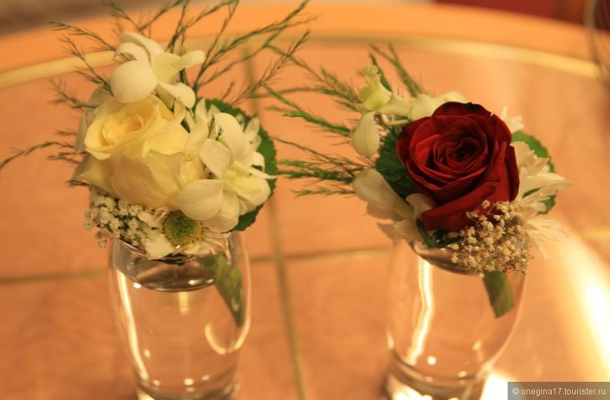 Мы отмечали годовщину свадьбы и это было очень красиво. А это подарок от капитана...