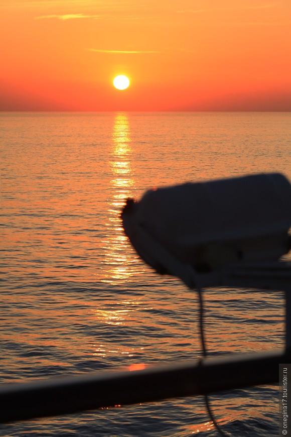 А это рассвет в море Кортеса.