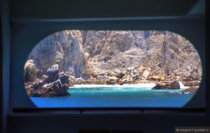 Каждое окно в корабле обещает показать удивительные чудеса. И показывает!
