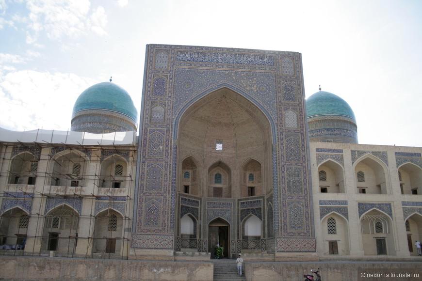 Медресе Улугбека - старейшее медресе Регистана