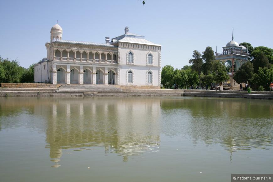 Ляб-и Хауз - одна из центральных площадей Бухары
