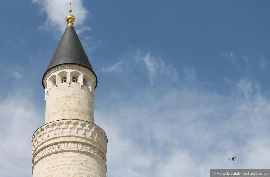 Во времена правления Петра I Большой минарет был восстановлен, но всё же обрушился в 1841 году.