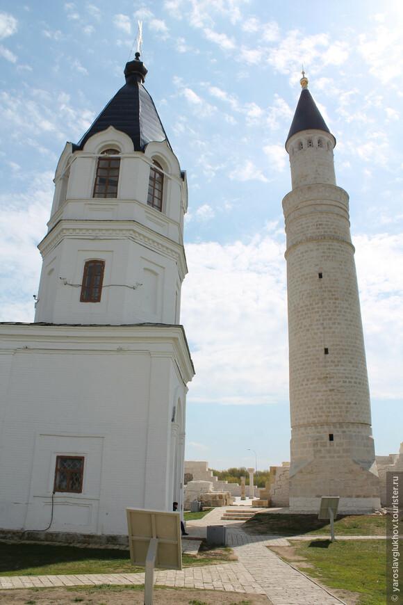 Успенская церковь и Большой минарет.
