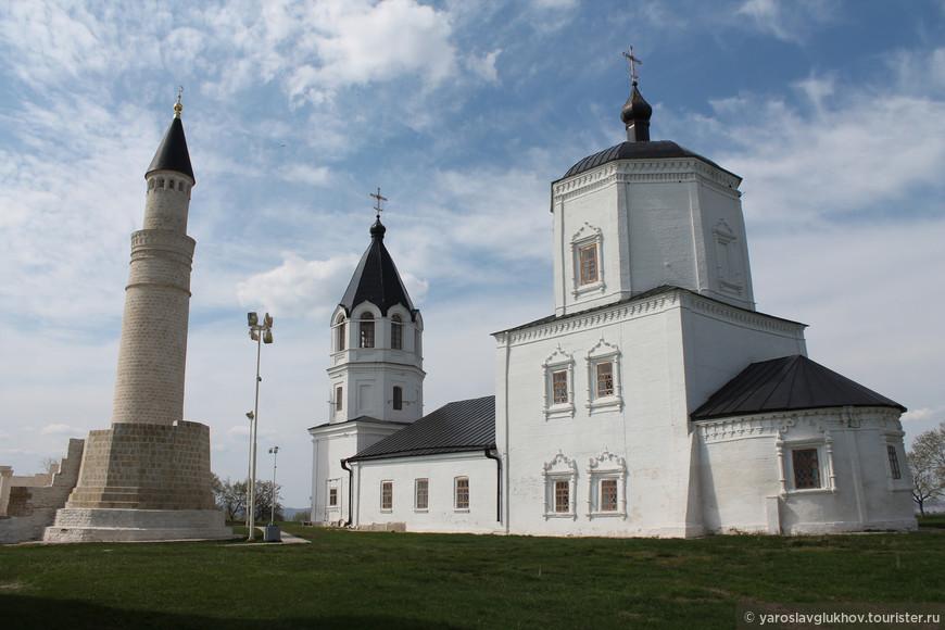 В Болгаре можно сделать очень необычные кадры, на которых Мусульманские постройки соседствуют с Православными.