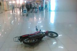 В Екатеринбурге пьяный байкер протаранил здание аэропорта Кольцово
