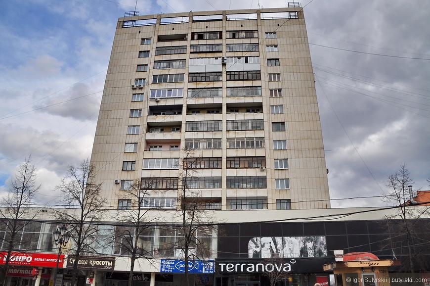 09. Советское наследие тоже успело «наследить», к сожалению такие здание даже украсить не получится.