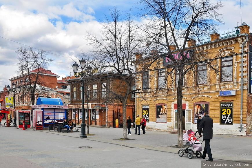 22. На улице находится большое количество домов и особняков 18-20 веков. Довольно плотная купеческая застройка.