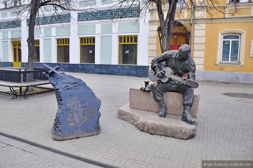 26. Памятник Александру Розенбауму.