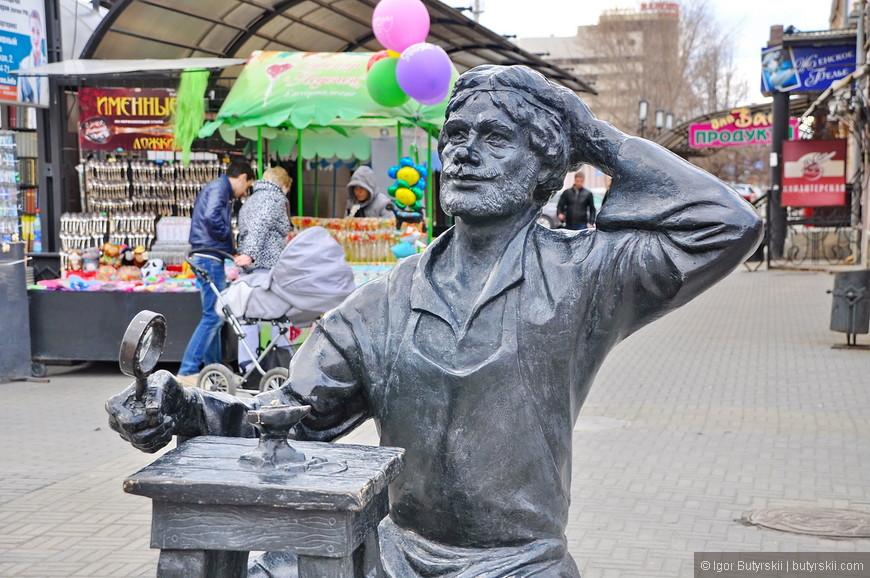 30. Памятник Левше, что подковал блоху.