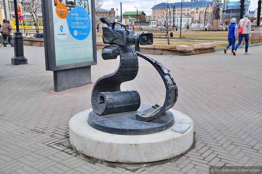 39. Есть даже памятник кинокамере (правда с логотипом ОТВ).