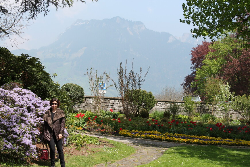 В парке перед замком Шпиец (экскурсия по Бернскому высокогорью)