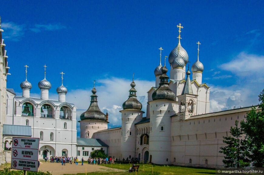 внутренний двор Кремля: Успенский собор, Судный приказ и Церковь Воскресения