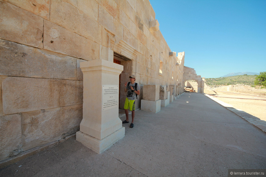 Многочисленные мифы приписывают происхождение города грекам, но находки доказывают, что порт появился еще во времена финикийцев, в период существования Ликийской федерации