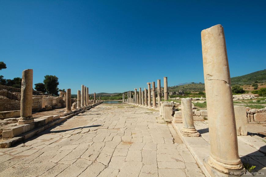 остатки колоннады
