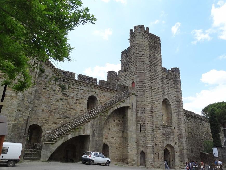Еще один вход в крепость.