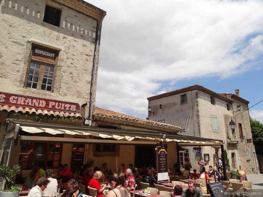 Можно попробовать блюда французской кухни в каком нибудь из местных ресторанов.