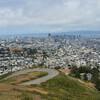 Холмы Твин Пикс — самые высокие в черте города от куда открывается живописная панорама города, залива и главной улицы Сан-Франциско — Маркет-Стрит