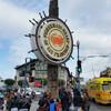 Рыбацкую пристань и Пирс 39 — это многолюдное место с многочисленными магазинами, ресторанами, кафе, ярмарочными площадками