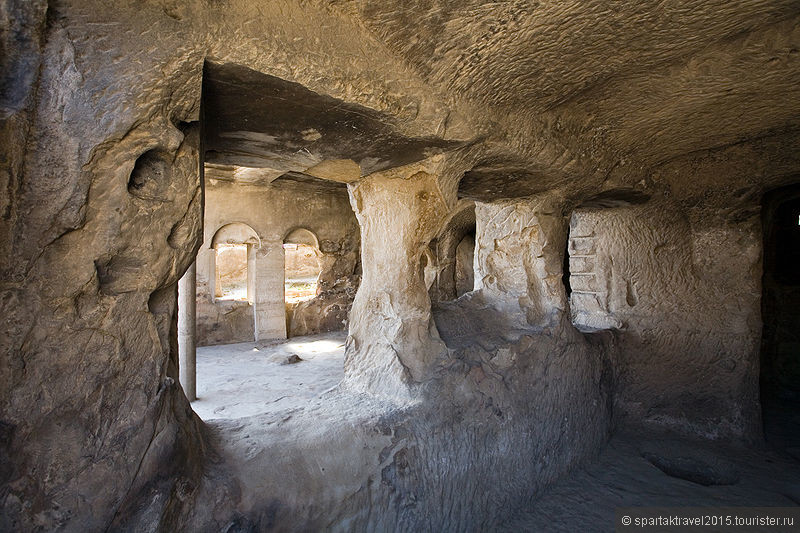 hall-of-queen-tamar-at-uplistsikhe-cave-city.jpg
