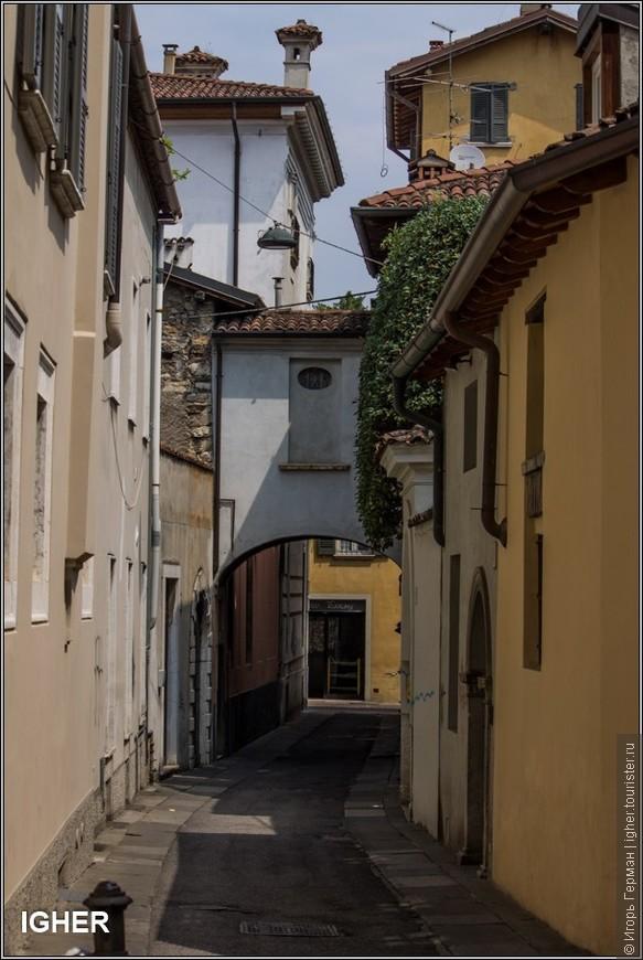 в сторону площади Форума / piazza del Foro /