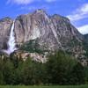 Мощные водопады Йосемети