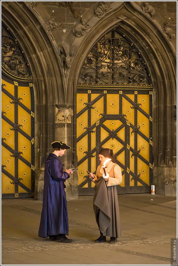 У людей в средневековье тоже были мобилы. Например, чтобы написать смс инквизитору, если заметил еретика!