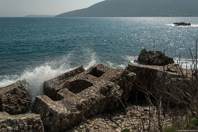 Абхазия или Черногория в начале июня — что лучше