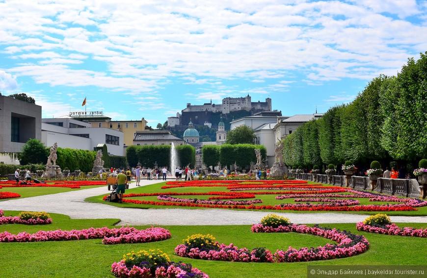 Парк Мирабель.       Парк Мирабель, который расположен при одноимённом дворце Мирабель считается одним из самых красивых барочных садов Европы. Мирабельгартен (так называется сад) был спроектирован в 1690 году, а для публики его открыли в 1854. Сам же дворец построили в 1606. За это время его неоднократно перестраивали. В данный момент во дворце расположена резиденция городского бургомистра и резиденция городского совета. Кроме того, во дворце есть загс и это место считается одним из самых красивых для бракосочетаний.