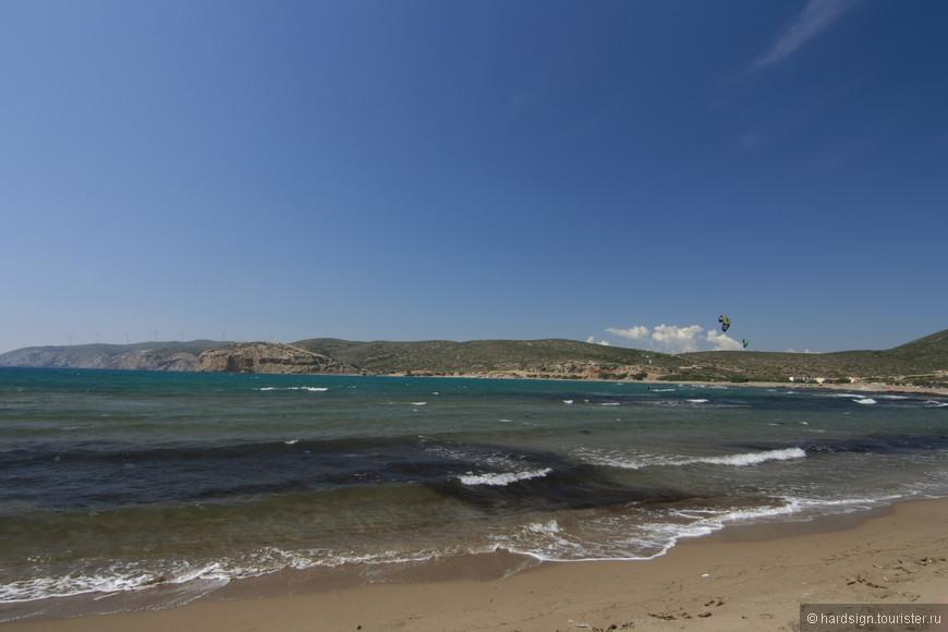 Невольно мы любовались Эгейским морем. Волны здесь есть всегда