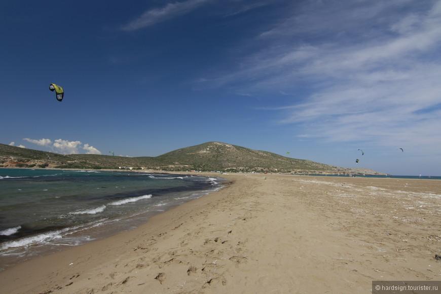 Идти по косе было тяжело - мелкий песок забивался в обувь, сильный ветер буквально сбивал с ног.