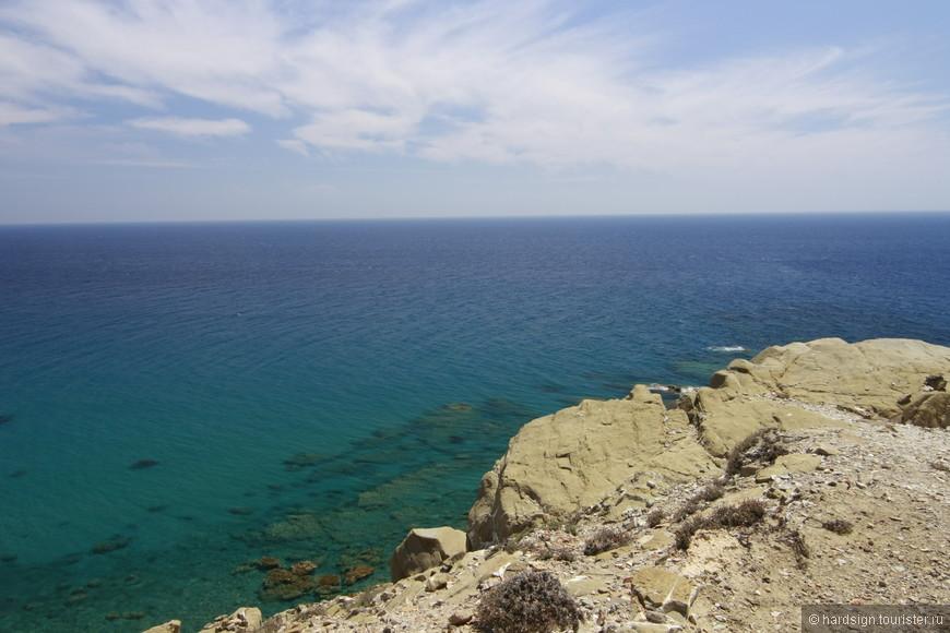 В бухтах Средиземного моря тепло и спокойно. Буквально заходишь за камень - и попадаешь в другой мир.