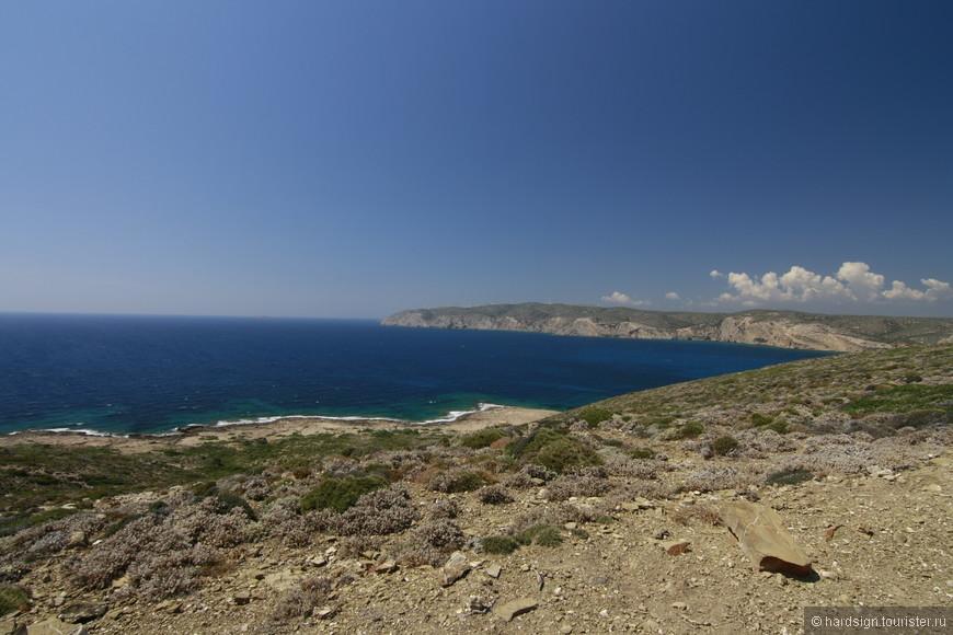С Эгейского моря дует холодный порывистый ветер.