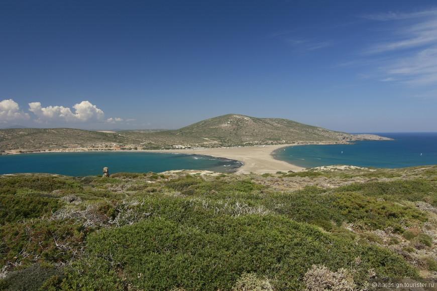 Даже с высоты видно, как непохожи Эгейское (слева) и Средиземное (справа) моря. Два моря, две стихии - а какая разница!