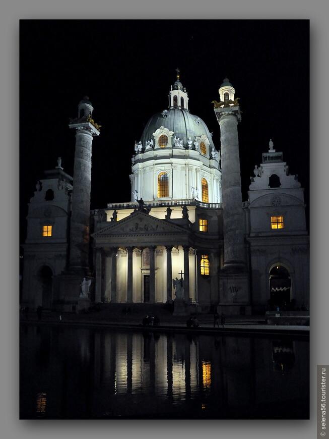 А когда вышли с концерта , получили такой подарок -чудесный  вечерний вид храма.