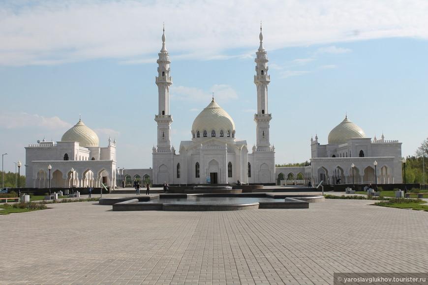 Белая мечеть — одна из главных достопримечательностей Болгара. Белая мечеть — Ак-Мэчет была построена в 2012 году.