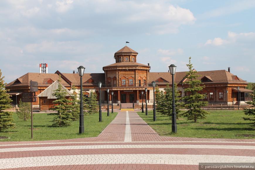 """Ресторан """"Чингисхан"""" — это главное строение музея хлеба. Внутри находятся павильоны музея. Также можно отведать национальной еды в ресторане и купить хлеб с отрубями за 50 рублей."""