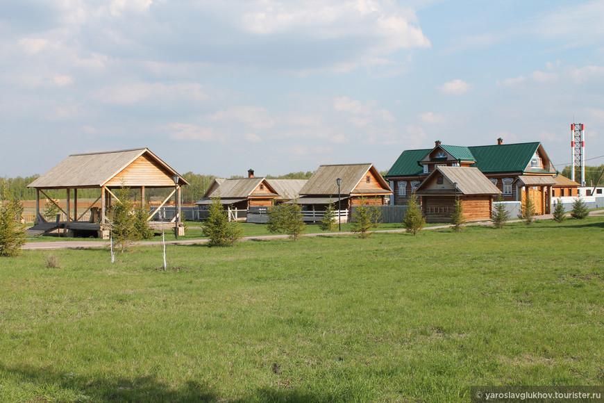 Деревенские домики — павильоны музея хлеба.