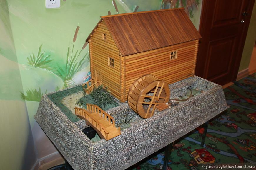 Макет водяной мельницы.