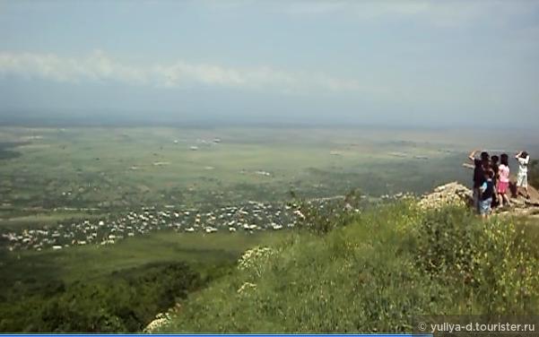 Вид на Алазанскую долину при въезде в Сигнахи